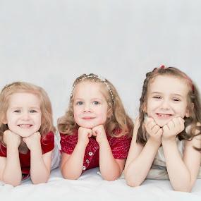 Cute cousins by Jenny Hammer - Babies & Children Child Portraits ( youngest to oldest, girls, cousins, cute, portrait )