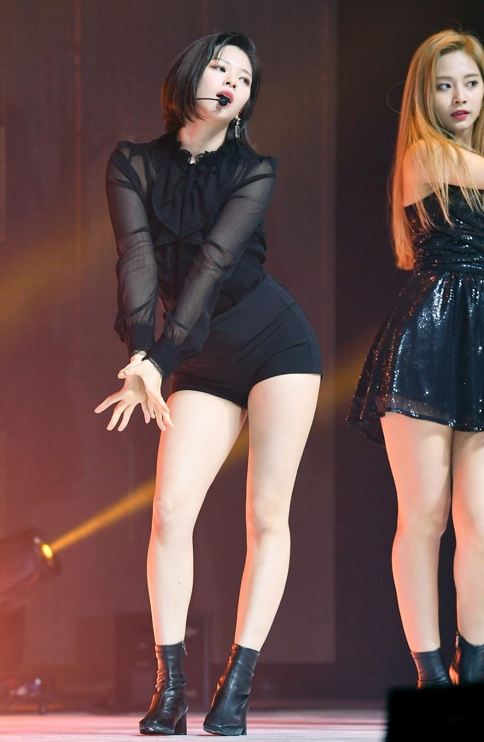 jeongyeon legs 21