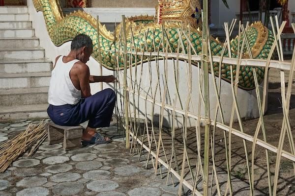 Vorbereitungen für der Lichterfest (Loy Krathong).