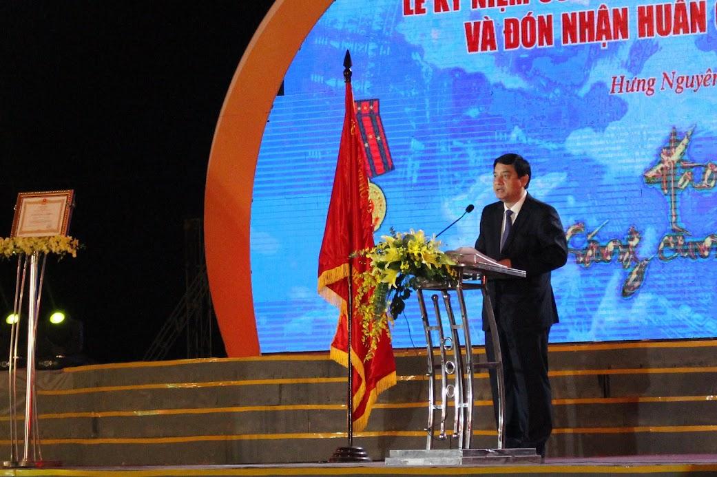 Đồng chí Nguyễn Đắc Vinh, Ủy viên BCH Trung ương Đảng, Bí thư Tỉnh ủy Nghệ An phát biểu tại buổi lễ