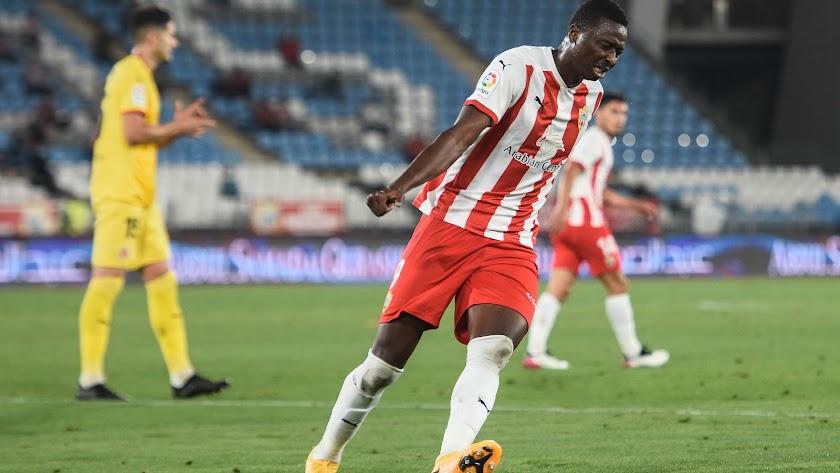 Umar Sadiq no saldrá del Almería por menos de 20 millones.