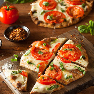 Easy Grilled Pizza Margherita
