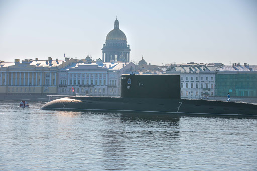 submarine-in-neva-river.jpg - A submarine, No. 487 in the Russian Navy's fleet, moored in the Neva River of St. Petersburg.