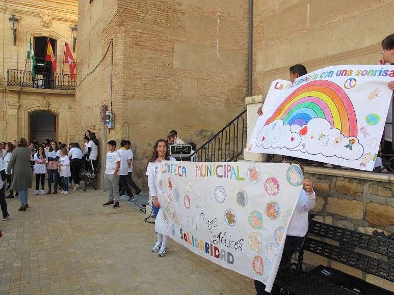 La Plaza Mayor de Vera ha acogido el encuentro por el Día Escolar de la Paz y la No Violencia.