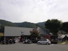 Photo: (旧)長谷村の道の駅です。パン屋さんには行列ができていました。(12時)