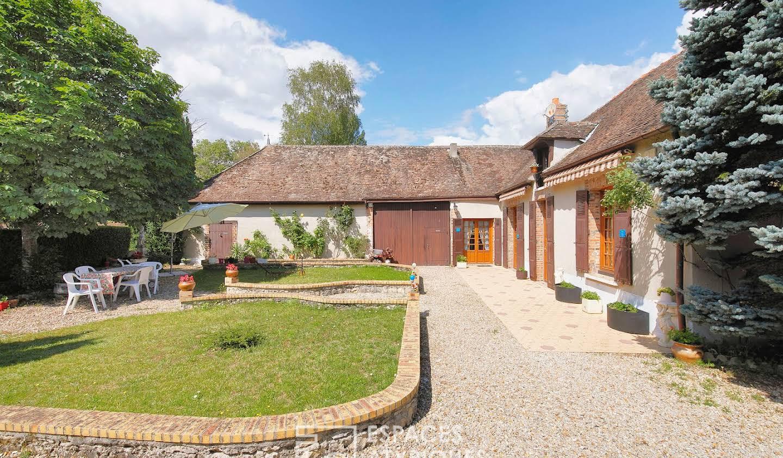 Maison avec piscine et terrasse Balloy