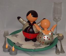 """Photo: """"Kerst Bengeltje"""" + """"Kerst Butler"""" Zilver/Rood -  15 - 17 cm hoog Bord/tafel decoratie Materiaal: Polystyreen/Acrylverf"""