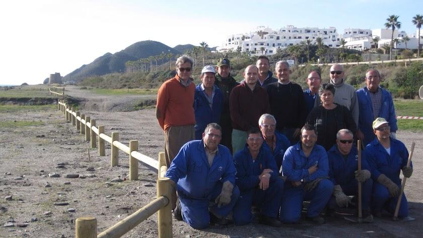 Técnicos, operarios y autoridades en Playa Macenas.