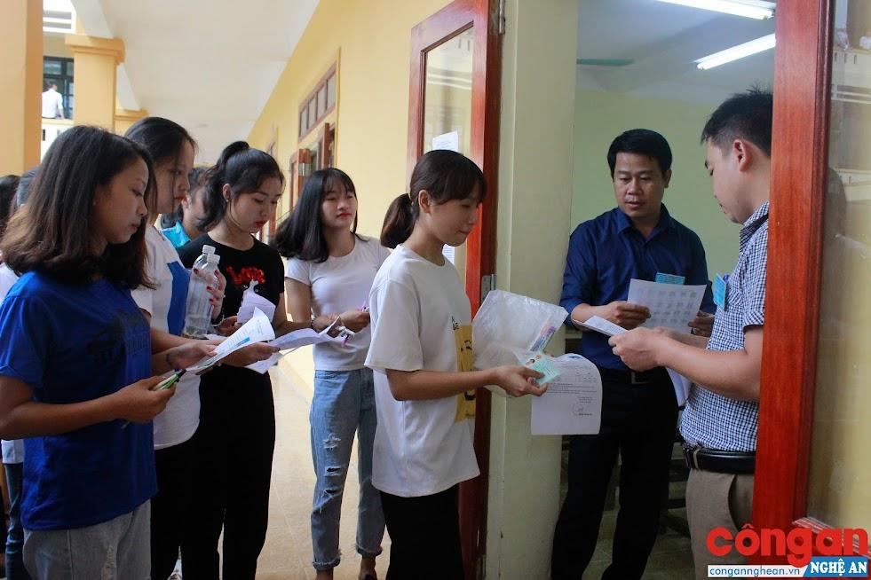 Thí sinh tham dự kỳ thi THPT quốc gia năm 2018 tại TP Vinh, Nghệ An