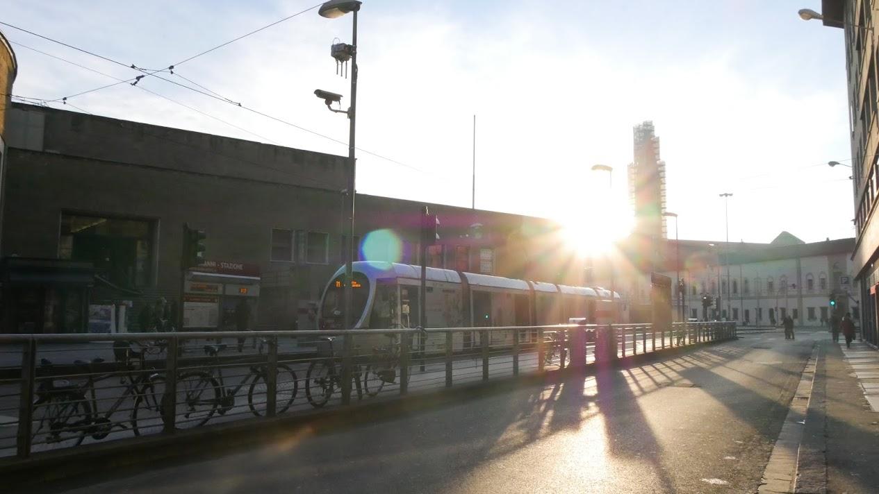 朝8時のフィレンツェの駅前