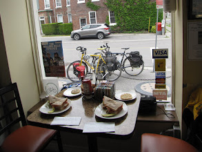 Photo: Our bikes safe and in view, our food order ready - pararadise!!