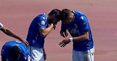 Los jugadores del Melilla celebrando de esta manera el gol.