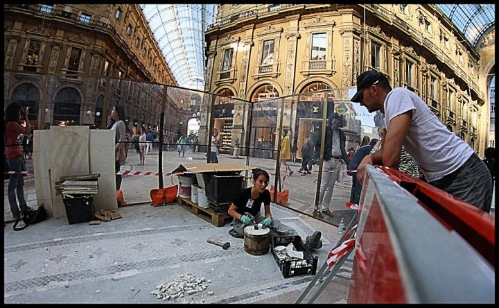 Uno lavora e tanti guardano.... di kaira