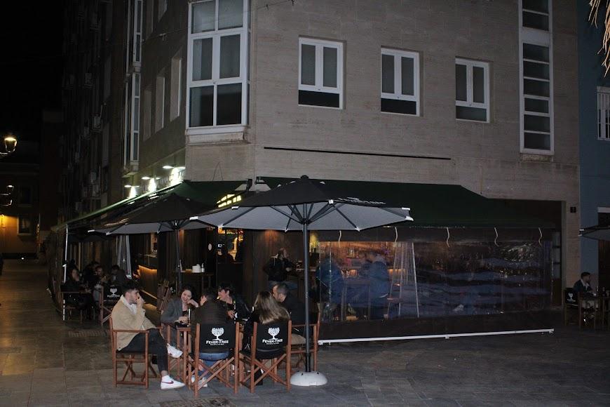 Almerienses en la terraza del bar Majareta.
