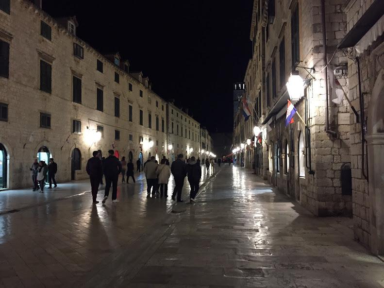 ドゥブロヴニク旧市街 夜の旧市街