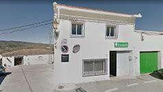 Edificio cedido para la farmacia con la vivienda en el piso superior, en una imagen de Google Maps.