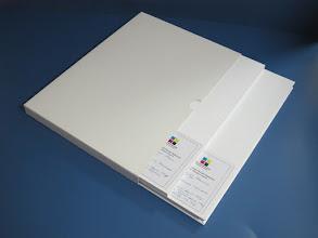 Photo: Livro Capa Dura + 2 Guardas + Capa Dura (suporte) - Altura 320mm x 227mm Largura - ver dados na Etiqueta do protótipo na gráfica