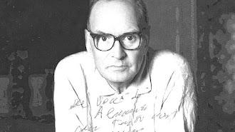 Ennio Morricone, en una foto dedicada a LA VOZ DE ALMERÍA.