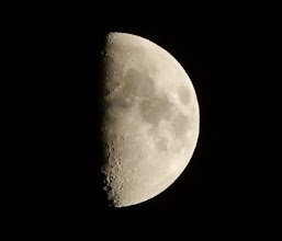 Photo: 今夜の月、半月。