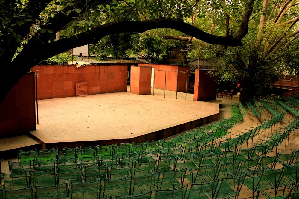 offbeat_first_date_ideas_delhi_ncr_Live_Gigs_At_Akshara_Theatre