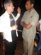 Photo: Co Enxeñeiro Aires Veloso, presidente de ASL-Angola, comentando as iniciativas galegas.