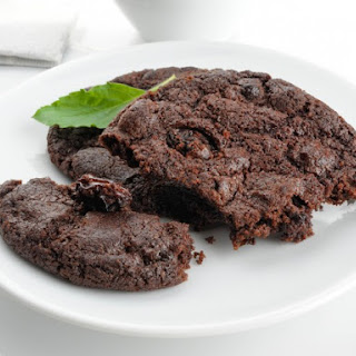 Chocolate Cookies with Gin Raisins
