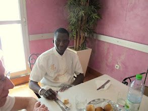 Photo: Sn1P0305-160203Abbé Toussaint Ouologuem, prêtre malien, repas partagé, resto'Big Faim' à Thies IMG_0273