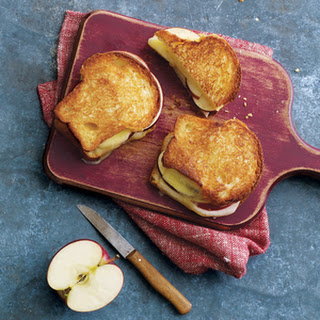 Grilled Apple and Cheddar Sandwiches