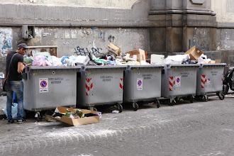Photo: Naples et ses poubelles