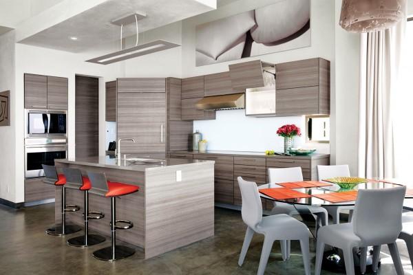 Aksen oranye pada ruang makan dengan mayoritas warna netral - source: home-designing.com