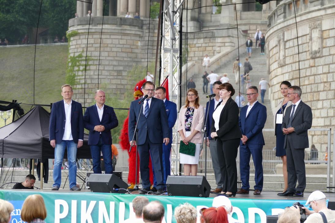 ) Minister Jörg Vogelsänger sprach Grußworte. Fotostrecke öffnet mit einem