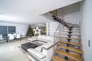 Maison 6 pièces 289 m2