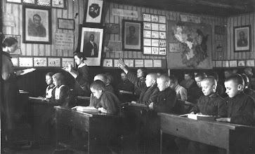 Photo: Pamoką veda mokytoja Gulbinskienė. ~ 1936 m. Nuotrauka iš Stanislavos Stuopelytės asmeninio archyvo