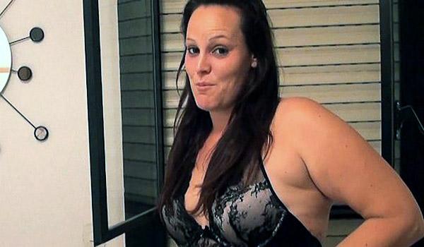¡Bukkake!. La dependienta del Sex Shop SE LO TRAGA TODO, TODO