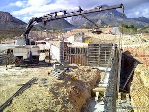 Photo: Ejecución de muros en viales.