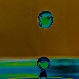 by Bjørn Bjerkhaug - Abstract Water Drops & Splashes