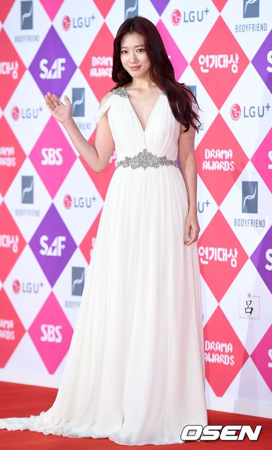 shinhye gown 22