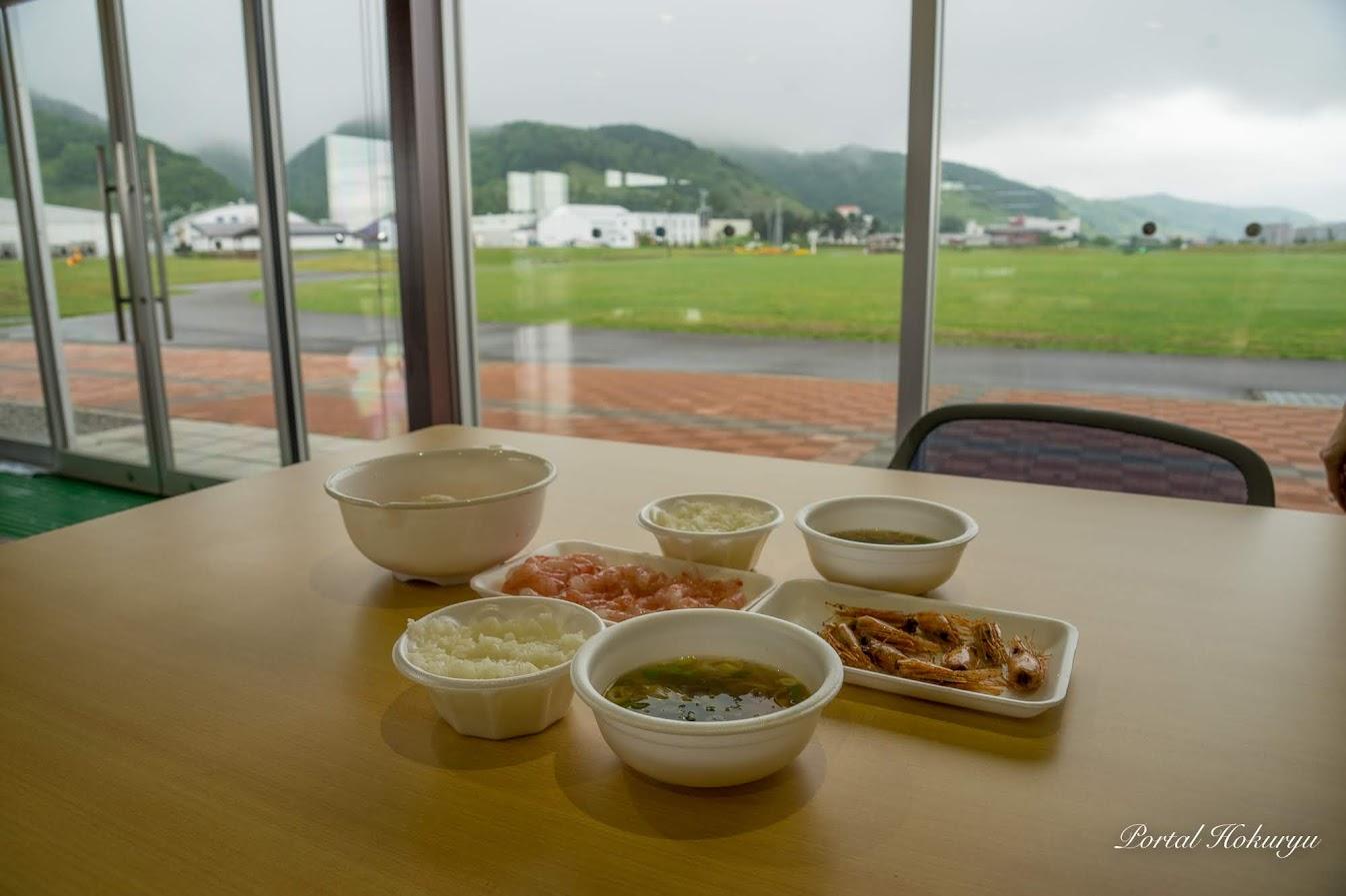 ふなばカフェ@るしん ふれ愛パーク(留萌市)外には緑の芝生が広がります