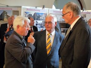 Photo: Ein angeregtes Gespräch unter 'Experten': links Dr. Ruprecht Konrad-Röder, rechts Peter Ziegler