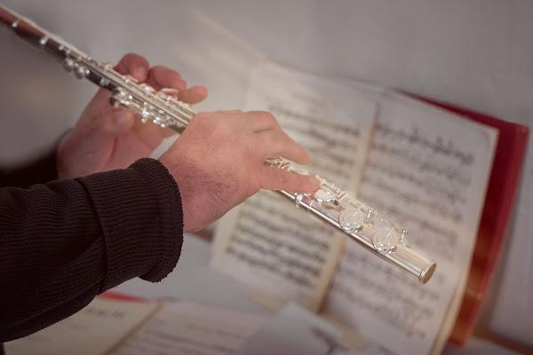Le mie mani sono come uno strumento musicale: il Flauto!! strumento che produce una gradevole melodia. di AndreaFivre
