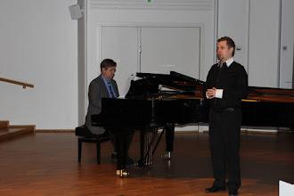 Photo: Ennen kokousta esiintyi Timo Turunen, Pekka Varonen säesti.