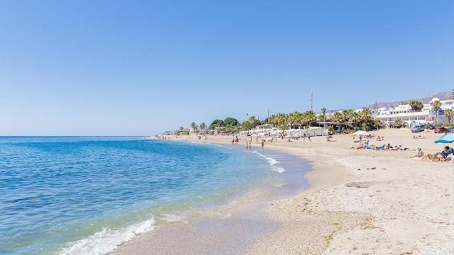 Playa de Mojácar con nuevas medidas ante la COVID-19.