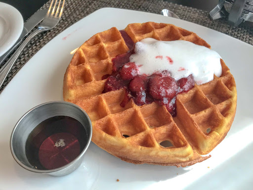 Waffle-at-Moderno.jpg - A waffle breakfast at Moderno Churrascaria on Norwegian Jade.