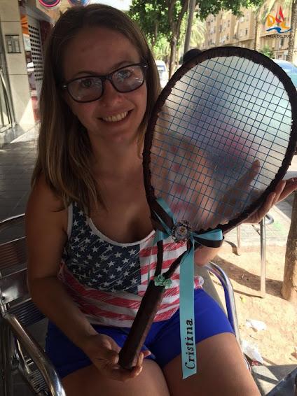 Cristina ya tiene en sus manos la raqueta para la Batalla de Flores