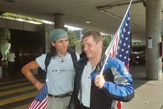 Photo: Schweizer Albert, beim Emfpang am Flughafen in Genf