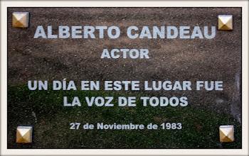 Photo: Marcas de la Memoria (8) Un río de libertad, 27/11/1983. Obelisco de los Constituyentes, Bvar. Artigas y Avda. 18 de Julio. Placa conmemorativa.