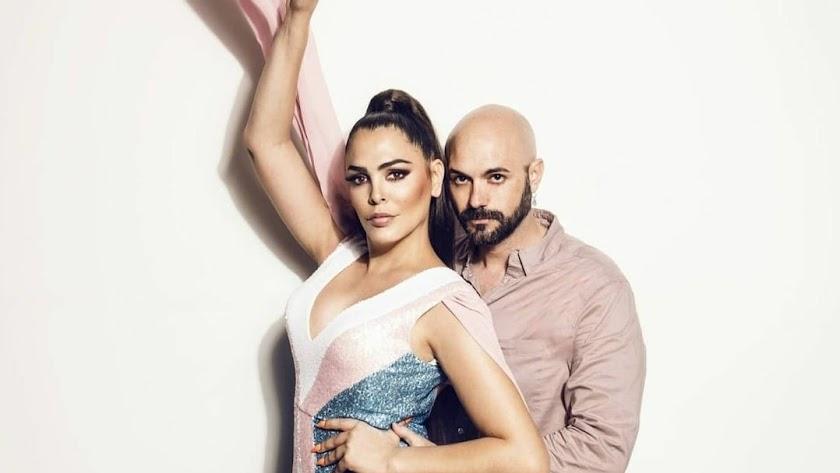 Sergi Regal junto a la popular y televisiva Amor Romeira.