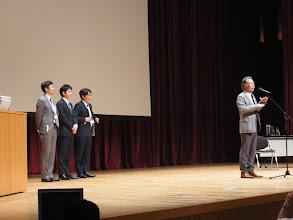 Photo: 山崎先生より特別賞の発表
