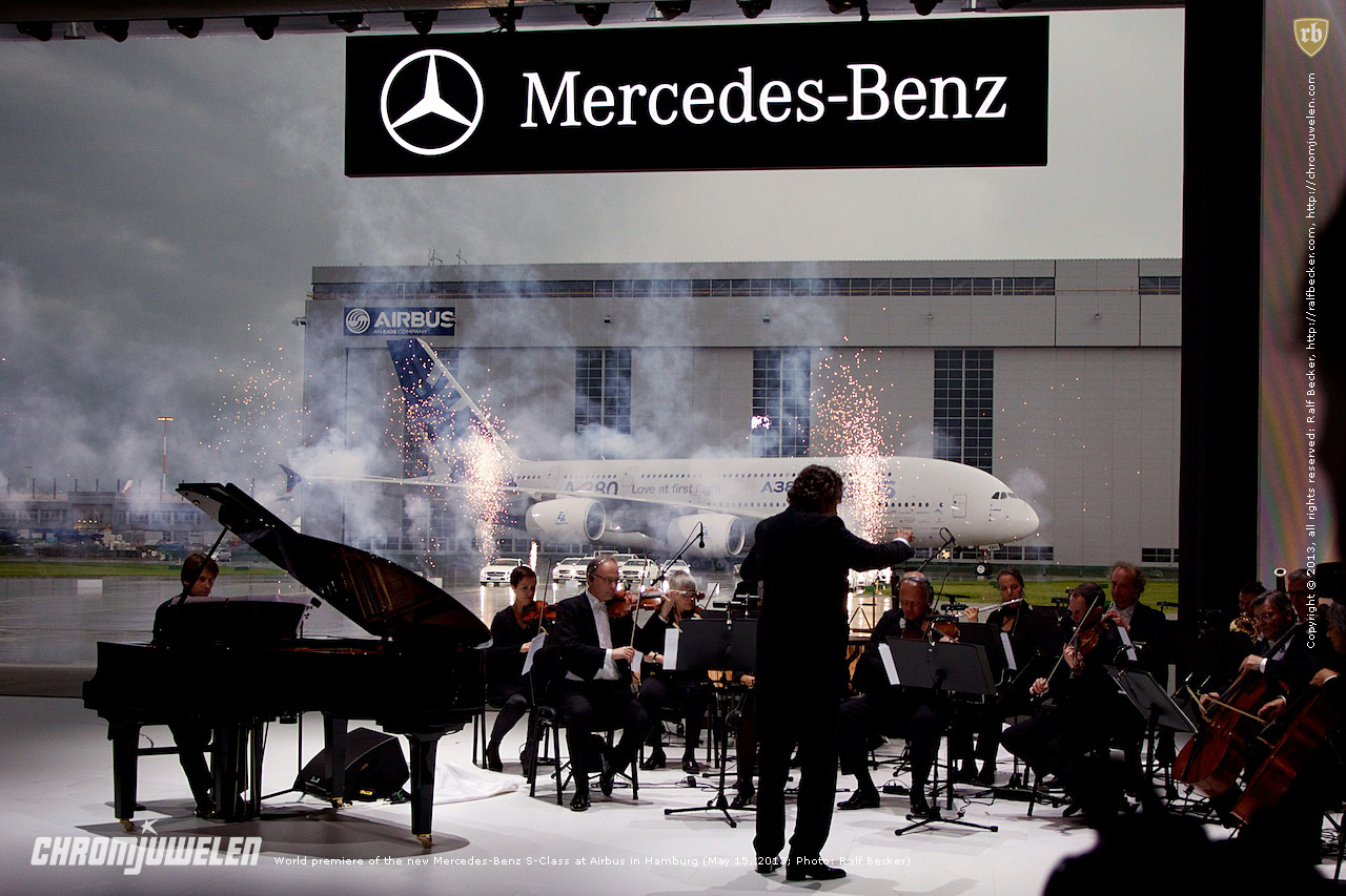 Photo: World premiere of the new Mercedes-Benz S-Class at Airbus in Hamburg, May 15, 2013.