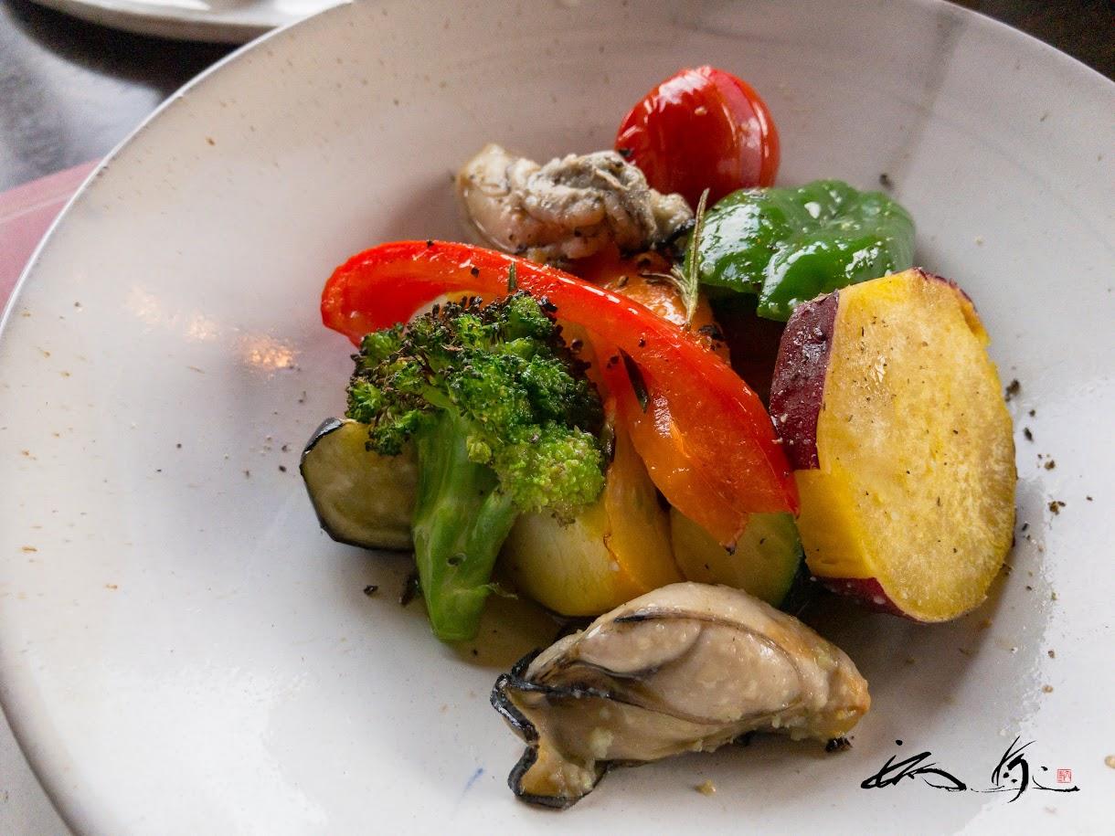 旬の野菜とカキのマリネオーブン焼き 玉ねぎ香草入り